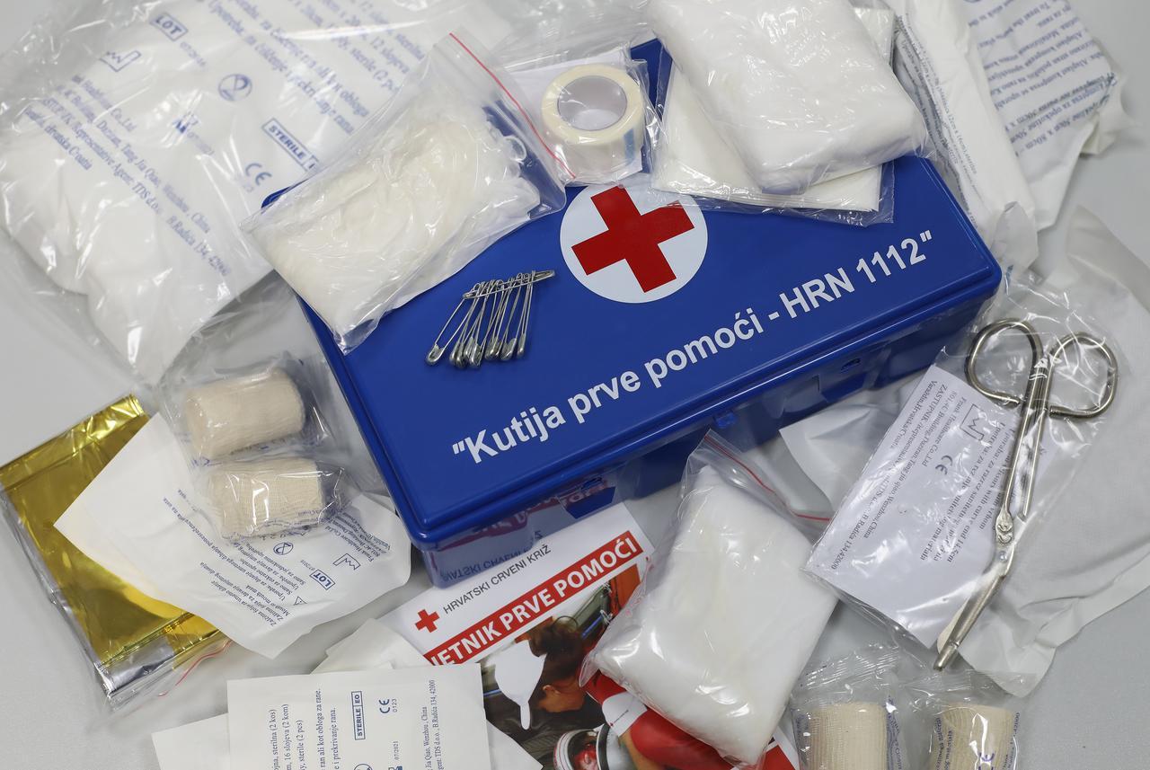 Što sve trebaju sadržavati kutija i ormarić za prvu pomoć